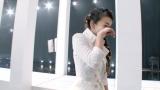 ラスト紅白で歌唱後に涙をぬぐう安室奈美恵(C)Hulu