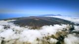 1月7日放送、TBS系『世界遺産』新春スペシャル「空から見る地球」より。インド洋のレユニオン島では、世界一活発な火山の噴火に大接近