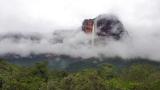 1月7日放送、TBS系『世界遺産』新春スペシャル「空から見る地球」よりインドネシアにある世界遺産『ボロブドゥール寺院』を上空から撮影(C)TBS