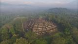 1月7日放送、TBS系『世界遺産』新春スペシャル「空から見る地球」より。インドネシアにある世界遺産『ボロブドゥール寺(C)TBS院』を上空から撮影(C)TBS