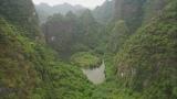 1月7日放送、TBS系『世界遺産』新春スペシャル「空から見る地球」より。ベトナムの世界遺産のひとつチャンアンでドローンが捉えた、世にも奇妙なまん丸の島(C)TBS