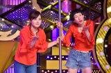 水卜麻美アナ(左)と牧野ステテコ『UWASAのネタ』 (C)日本テレビ