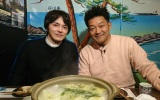 1月6日放送『にじいろジーン』に出演する林遣都(左)と山口智充 (C)関西テレビ