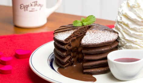 サムネイル 中からチョコレートがとろ〜り『フォンダンショコラパンケーキ 〜ラズベリーソース〜』