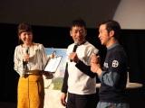鹿児島県姶良市でも大河ドラマ『西郷どん』初回パブリックビューイングを開催。薩摩ことば指導の迫田孝也(中央)、田上晃吉(右)が登壇(C)NHK