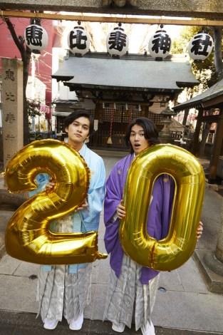 恵比寿神社で飛躍を誓った北村匠海(左)と矢部昌暉