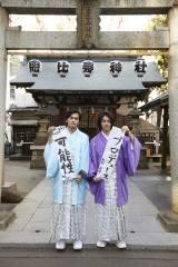 DISH//の新成人コンビ・北村匠海(左)と矢部昌暉が書き初めにも挑戦