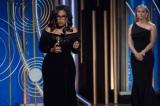 「Me Too」「TIME'S UP」のキーワードを使って、女性の人権平等を訴える力強いスピーチを行ったオプラ・ウィンフリー。アフリカ系アメリカ人女性として初めてセシル・B・デミル賞を受賞した(C) HFPA, Golden Globe Awards