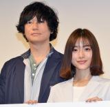 TBS系連続ドラマ『アンナチュラル』の制作発表に出席した(左から)井浦新、石原さとみ (C)ORICON NewS inc.