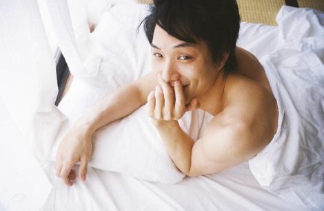 少年らしい笑顔のこちらを見ている鈴木伸之の高画質画像