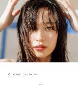 """""""今なりたい顔No.1""""の人気モデル、森絵梨佳の初写真集『こんにちは、私。』(宝島社)"""