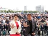 鹿児島市内にオープンした「西郷どん 大河ドラマ館」を訪れた松坂慶子(左)、風間杜夫(右)(C)NHK