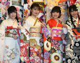 (左から)AKB48の北澤早紀、小嶋真子、向井地美音、NMB48の白間美瑠=AKB48グループ成人式記念撮影会 (C)ORICON NewS inc.
