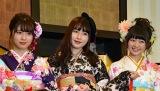 (左から)AKB48の清水麻璃亜、廣瀬なつき、稲垣香織=AKB48グループ成人式記念撮影会 (C)ORICON NewS inc.