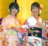 (左から)SKE48の佐藤佳穂、熊崎晴香=AKB48グループ成人式記念撮影会 (C)ORICON NewS inc.