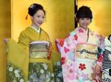 (左から)NMB48の石塚朱莉、加藤夕夏=AKB48グループ成人式記念撮影会 (C)ORICON NewS inc.