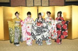 NMB48の新成人(左から)石塚朱莉、加藤夕夏、白間美瑠、内木志、古賀成美(C)AKS