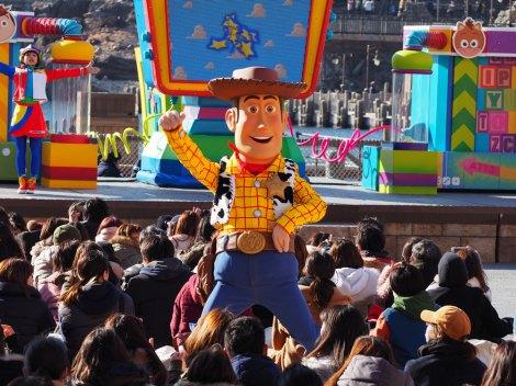 サムネイル 東京ディズニーシーで「ピクサー・プレイタイム」がスタート(3月19日まで)。写真は「ピクサー・プレイタイム・パルズ」に出演するキャラクターのウッディ(『トイ・ストーリー』シリーズ) (C)ORICON NewS inc.
