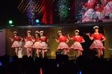 AKB48チーム8がウエイトレス姿で「青空カフェ」=『AKB48グループ成人式コンサート〜大人になんかなるものか〜』より (C)ORICON NewS inc.