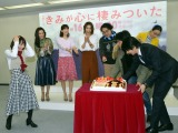 桐谷健太と向井理が運んできたバースデーケーキに驚く吉岡里帆 (C)ORICON NewS inc.