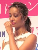 涙ぐむ高橋メアリージュン=『第3回ベストエンゲージメント2015』表彰式 (C)ORICON NewS inc.