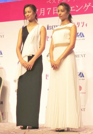 『第3回ベストエンゲージメント2015』表彰式に出席した(左から)高橋ユウ、高橋メアリージュン