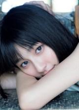 ファースト写真集『i』を発売する吉川愛