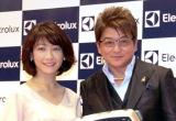 ロボット掃除機『PUREi9(ピュア・アイ・ナイン)』新製品発表会に出席した(左から)高田万由子、哀川翔 (C)ORICON NewS inc.