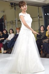 1点ものの新作ドレスを着用してウォーキングを披露した神田うの(C)ORICON NewS inc.