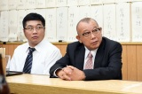 TBS日曜劇場『99.9−刑事専門弁護士− SEASONII』第3話に出演する松尾諭、笑福亭鶴瓶 (C)TBS