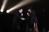 初日公演を観に来ていた中田敦彦をステージに呼び握手 Photo by 冨田実布
