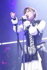 『岡田奈々ソロコンサート〜私が大切にしたいもの〜』より(C)AKS