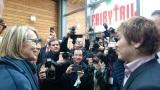 フランス・アングレームで開催中の世界有数の漫画祭『第45回アングレーム国際漫画フェスティバル』に公式招待を受けた漫画家・真島ヒロ氏(右)が特別栄誉賞が授与された(写真提供:講談社)