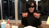 TBS系グルメバラエティー『ペコジャニ∞!』にX JAPAN Toshl が参戦 (C)TBS