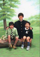 菅田将暉の父・菅生新がブログで公開した3兄弟ショット(将暉は上段)
