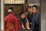 NHK・BS時代劇『妻は、くノ一』で市川染五郎(右)・松本金太郎(中央)親子がドラマ初共演(C)NHK