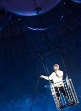 気球に乗って場内を一周しながら「Girl I Need」を披露=『Nissy Entertainment 2nd LIVE』より