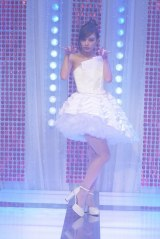 クラゲのドレスでファッションショー(C)フジテレビ