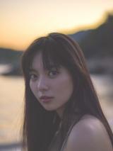 写真集『ATLAS』を発売する新川優愛 (撮影:遠藤優貴)