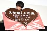 チョコレートにかぶりつく佐藤健 (C)ORICON NewS inc.