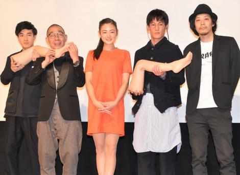 映画『富美子の足』初日舞台あいさつに登壇した(左から)福山翔大、でんでん、片山萌美、淵上泰史、ウエダアツシ監督 (C)ORICON NewS inc.