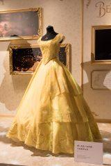 『D23 Expo Japan 2018』でお披露目された『美女と野獣』(2017年)ボールルームでのベルのドレス(C)Disney