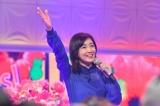 2月12日放送、TBS系『歌のゴールデンヒット−青春のアイドル50年間−』で32年ぶりにオリジナル音源で「Say Yes!」を歌唱する菊池桃子(C)TBS