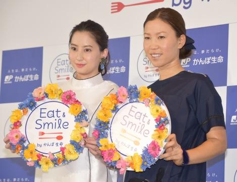 都内で行われた『かんぽEat&Smile プロジェクト』キックオフPRイベントに出席した(左から)河北麻友子、上田桃子 (C)ORICON NewS inc.