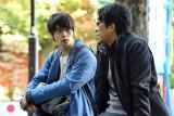 TBS系連続ドラマ『アンナチュラル』(毎週金曜 後10:00)第6話より(左から)窪田正孝、北村有起哉 (C)TBS