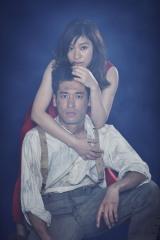 『アンナ・クリスティ』で舞台初主演を務める篠原涼子(上)と共演の佐藤隆太