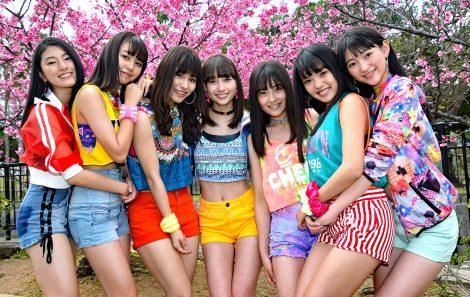 早くも夏を感じさせるスタイルでお披露目イベントを開催したChuning Candy(左から)琴音、千夏、ソフィー、LILI、ゆうり、優美香、愛子 (C)ORICON NewS inc.