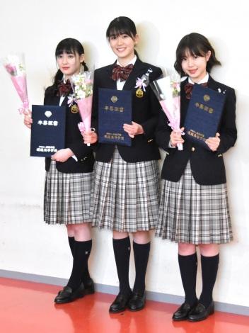 堀越高校卒業会見を行ったX21(左から)松田莉奈、小澤奈々花、籠谷さくら (C)ORICON NewS inc.