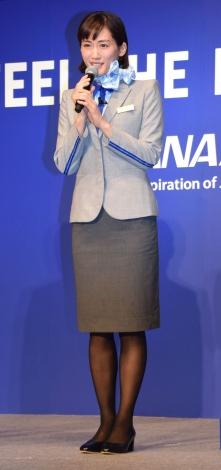 綾瀬はるか、10年ぶりCA制服姿を披露 吉沢亮「とてもステキです」…ANAの新サービス発表会に出席