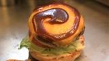 ここでしか味わえないプレミアムな味のハンバーガーを提供(C)カンテレ